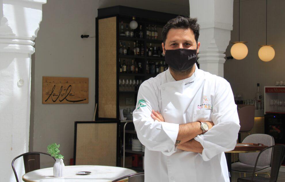 El cocinero Javier Abascal, en el restaurante 'LaLola' de Sevilla.