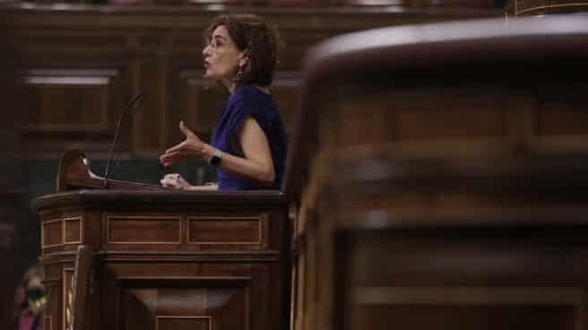 La ministra de Hacienda y Función Pública, María Jesús Montero, interviene en una sesión plenaria en el Congreso de los Diputado