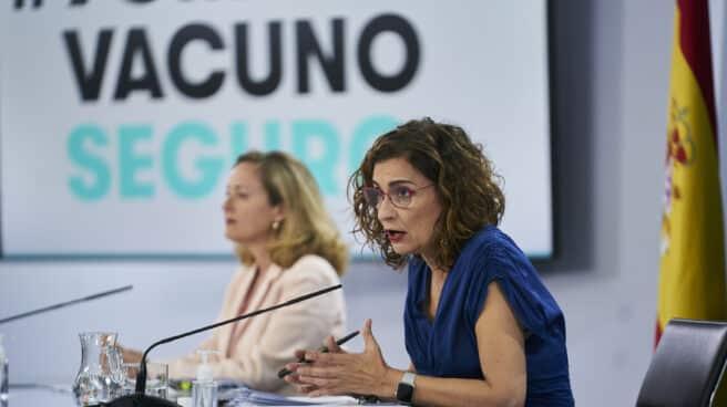 La vicepresidenta segunda y ministra de Asuntos Económicos y Transformación Digital, Nadia Calviño, y la ministra de Hacienda y portavoz del Gobierno, María Jesús Montero, en una rueda de prensa posterior al Consejo de Ministros.