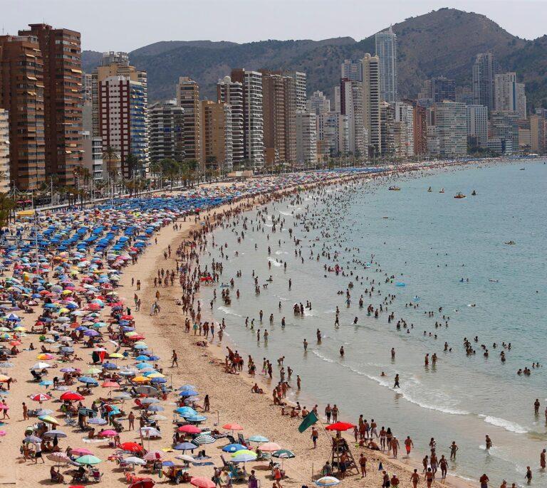 Las recuperación llega con el verano: las cifras económicas que la avalan