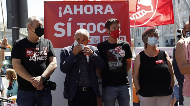 El secretario general de UGT, Pepe Álvarez, participan en la concentración que el sindicato ha convocado junto a CCOO para exigir al Gobierno que suba el SMI.