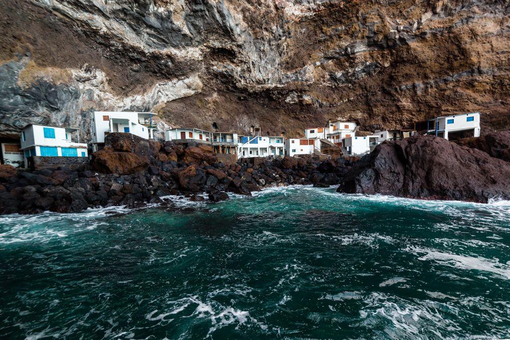 Casas sobre las rocas en Porís de Candelaria (Santa Cruz de Tenerife)