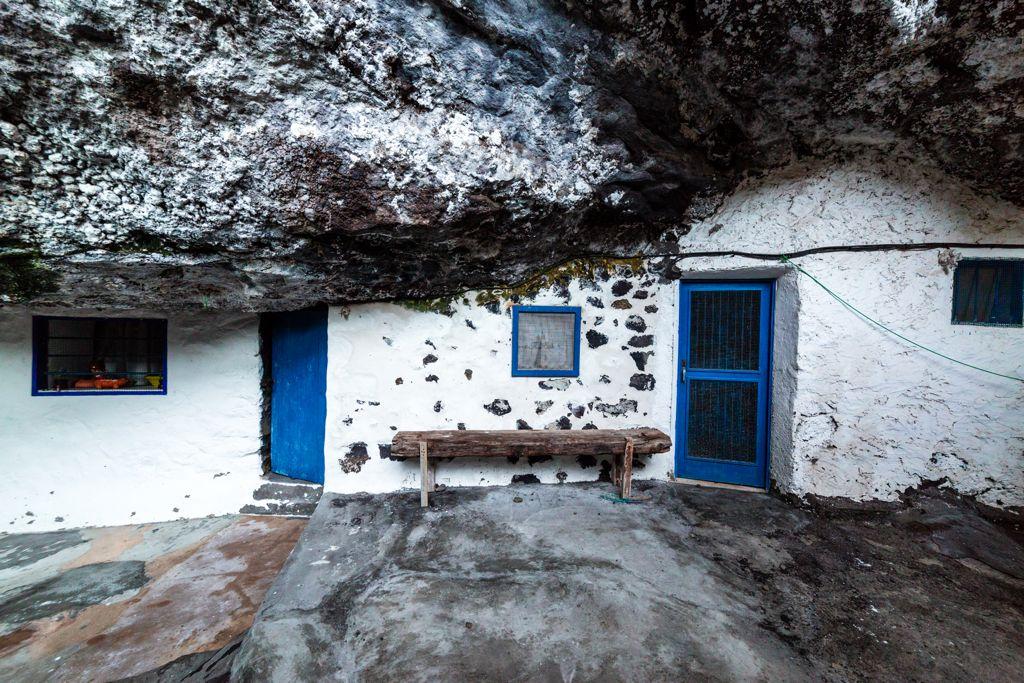 Casa construida en la cueva de Porís de Candelaria (Santa Cruz de Tenerife)