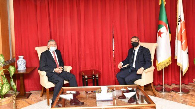 El presidente de Naturgy, Francisco Reynés, y el presidente de Sonatrach, Toufik Hakkar.