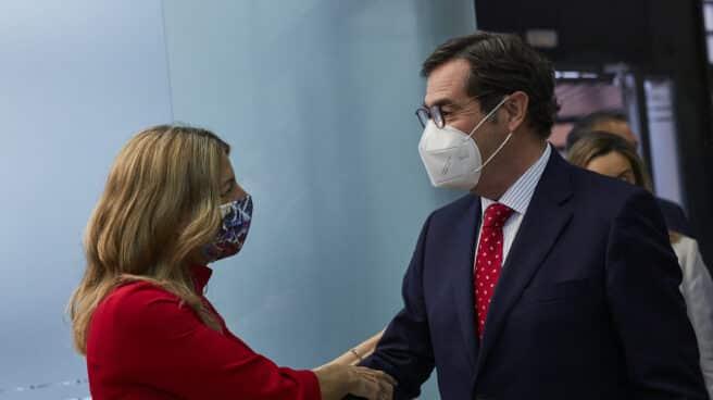 La ministra de Trabajo y Economía Social, Yolanda Díaz, junto al presidente de la CEOE, Antonio Garamendi, durante un acto en Madrid.