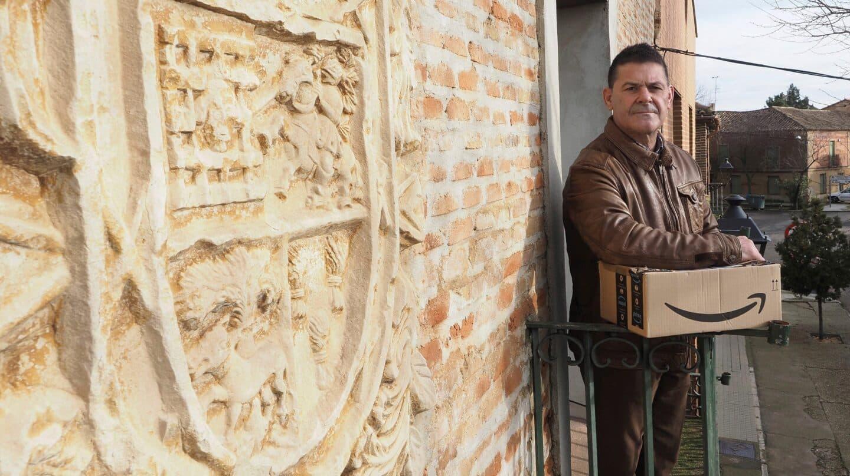 El alcalde de Villafrechós, Miguel Ángel Gómez, desde el ayuntamiento del municipio