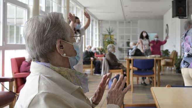 Ancianos en una residencia de mayores en A Coruña.