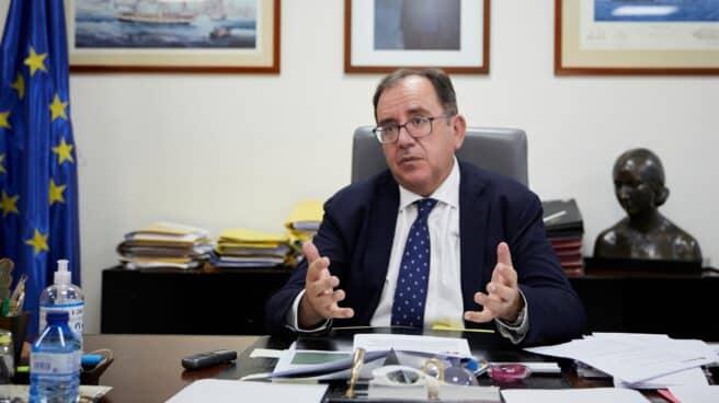 El secretario general de Instituciones Penitenciarias, Ángel Luis Ortiz, en su despacho.