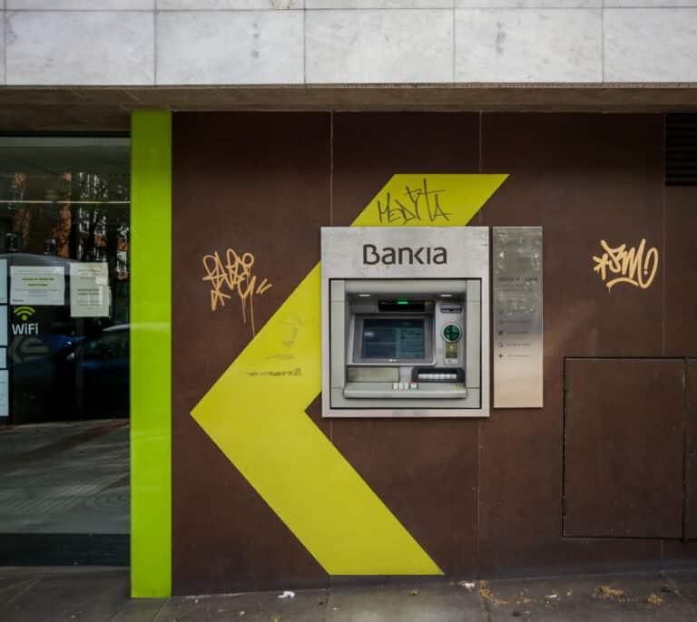Panaderías, farmacias y fruterías llenarán los locales que cierre la banca