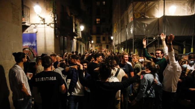 La noche madrileña deja 766 multas por beber en la calle y 22 sanciones a locales este fin de semana