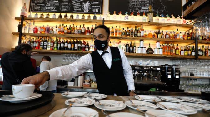 La hostelería empeora su previsión: facturará 10.000 millones menos que en verano de 2019