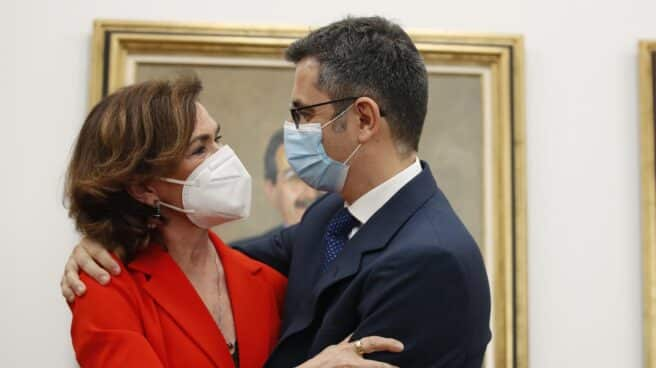 Carmen Calvo y Félix Bolaños, en el traspaso de poderes.