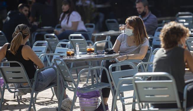 España suma sólo ocho fallecidos pese al subidón de la incidencia liderado por Cataluña