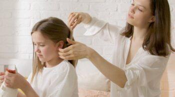 Cómo desenredar el pelo sin tirones este verano
