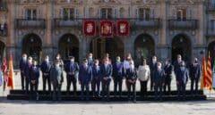Abucheos a Sánchez y aplausos al Rey a su llegada a la Plaza Mayor de Salamanca