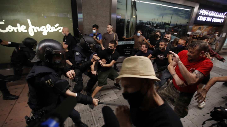 Las marchas tras el asesinato de Samuel terminan con tensión y gritos contra políticos