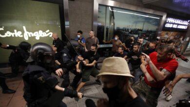 Las marchas tras el asesinato de Samuel terminan con disturbios y mezcladas con amenazas contra Ayuso