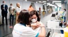 Ayuso se vacuna con Pfizer en el Wizink Center de Madrid