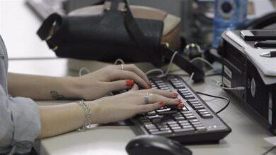 Las mujeres afrontan más tareas domésticas desde el inicio del teletrabajo según un estudio