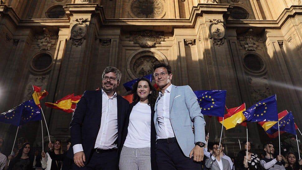 Fran Hervías, Inés Arrimadas y Luis Salvador, en un acto electoral en 2019 en. el centro de Granada