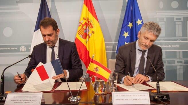 Grande-Marlaska y Christophe Castaner, entonces ministro del Interior francés, en un encuentro en Madrid en 2018.