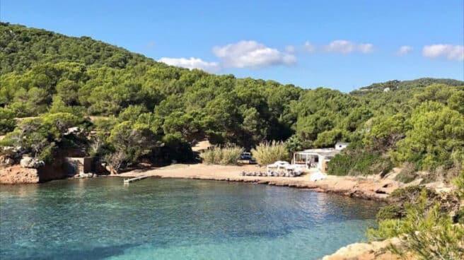 Te ofrecemos una selección de cinco planes que te enamorarán aún más de Ibiza en este verano de 2021.