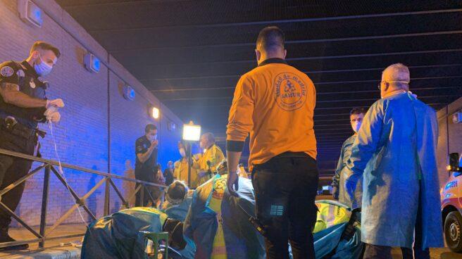 Efectivos de Samur Protección Civil atienden al joven de 18 años fallecido
