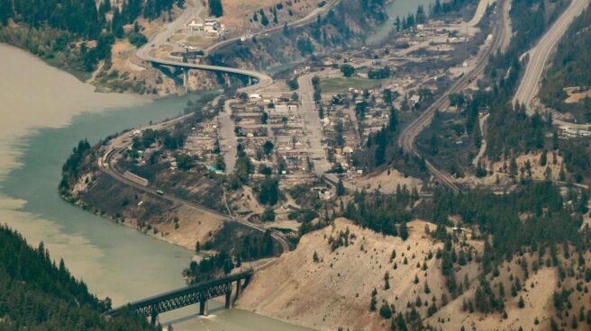 La localidad canadiense de Lytton, que esta semana registró 49,6ºC, ha quedado arrasada por un incendio forestal.