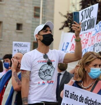 """El grito del exilio cubano en Madrid: """"No estáis solos"""""""