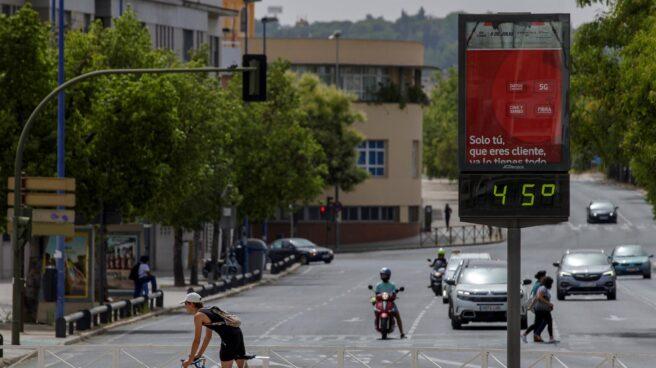 Un termómetro a pleno sol en Sevilla marca 45ºC.