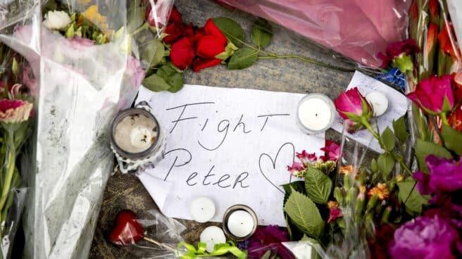 """Mensaje en recuerdo a Peter de Vries en el lugar de su asesinato en pleno centro de Ámsterdam: """"Lucha Peter"""""""