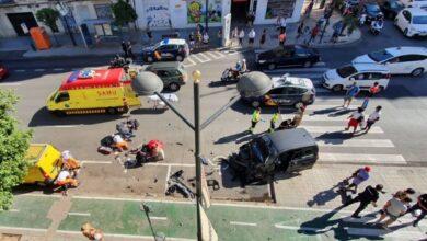 Una colisión entre dos vehículos provoca el atropello de cuatro peatones en Valencia