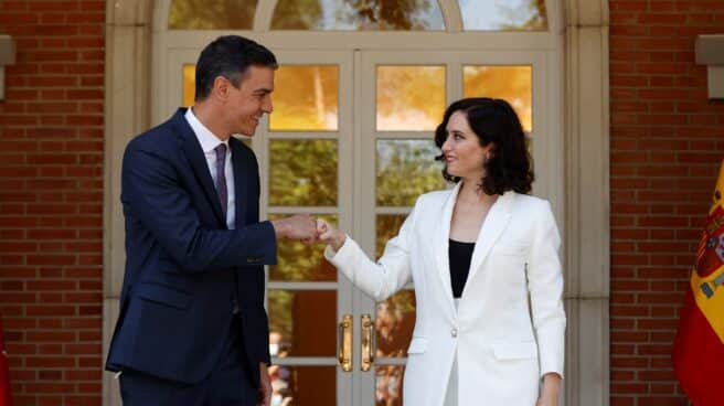 Sánchez recibe a Ayuso en La Moncloa.