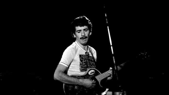 Carlos Santana, en un concierto en Hamburgo en 1973.