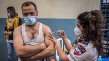 """Tercera dosis de Pfizer: Israel comienza a aplicarla para aumentar """"drásticamente"""" la efectividad"""