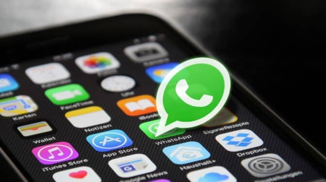 Regreso a los 2000: un 1300% más de SMS y explosión de llamadas con el apagón de WhatsApp y Facebook