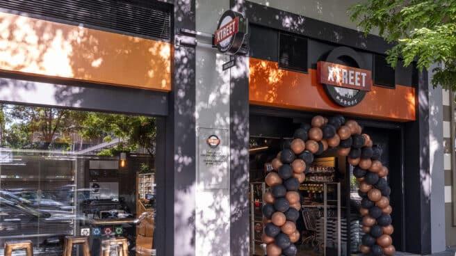 Imagen de la entrada del supermercado Xtreet Market.
