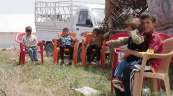 Niños yazidíes en un campo de desplazados cerca de Sinyar