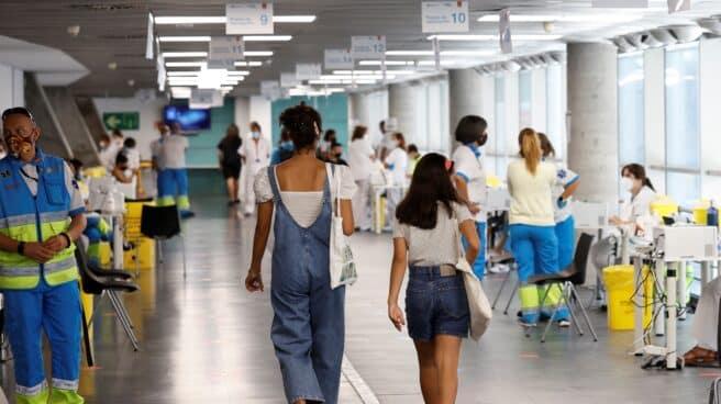 Punto de vacunación masivo instalado en el Wizink Center de Madrid
