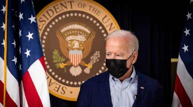 """Biden advierte de que es """"altamente probable"""" otro atentado en Kabul en las próximas horas"""