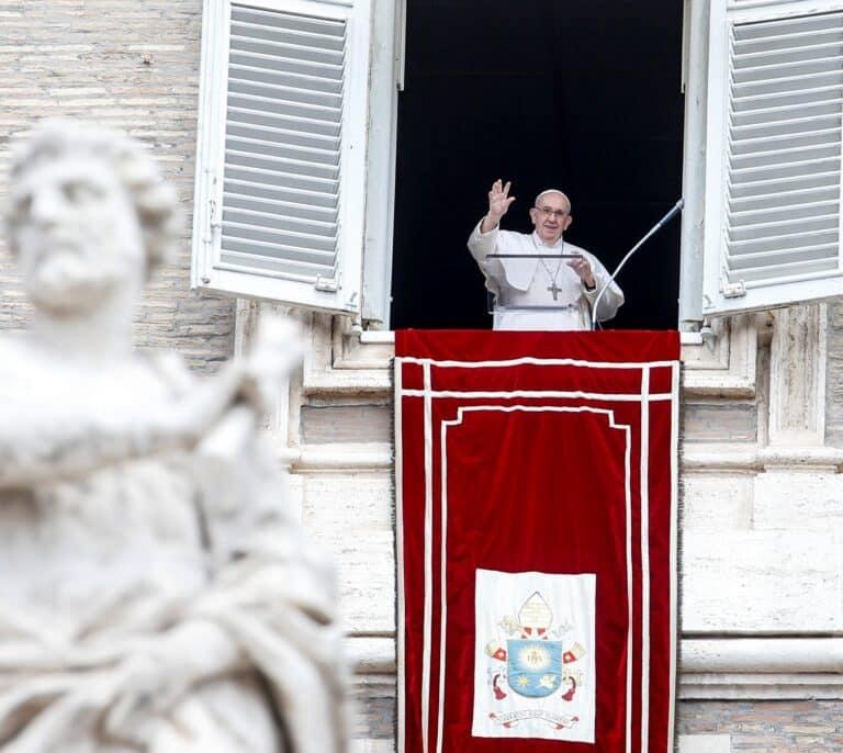 Interceptan una carta con tres balas en su interior dirigida al Papa Francisco