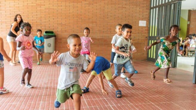 El programa de Fundación La Caixa dirigido a menores en situación de pobreza y riesgo de exclusión destina más de 4,8 millones de euros a las actividades en centros abiertos, colonias urbanas y campamentos.