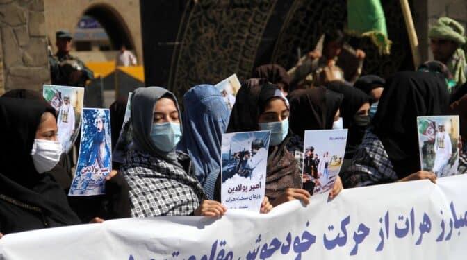 Cuando dejamos a las mujeres afganas a merced de los talibanes