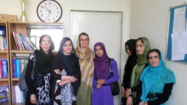 Lida Noori con sus compañeras de departamento de español en la Universidad de Kabul
