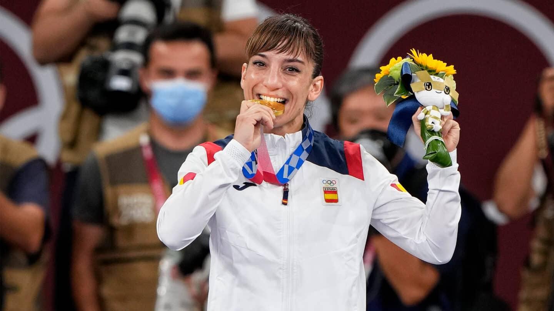 Sandra Sánchez, con la medalla de oro en los Juegos de Tokio