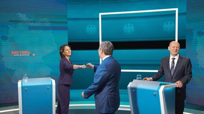 Los tres principales candidatos alemanes en el primer debate en la televisión alemana