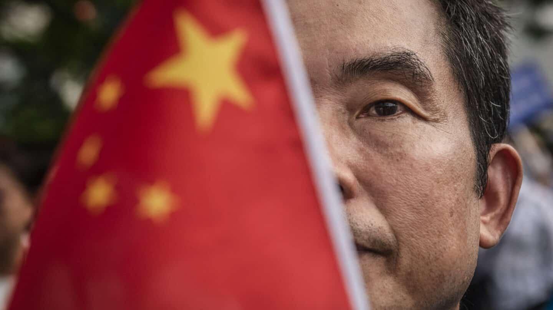 Un manifestante pro Pekín en Hong Kong