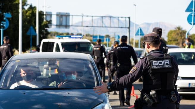 Un dispositivo policial para controlar los cierres perimetrales en 16 municipios valencianos, en Alicante