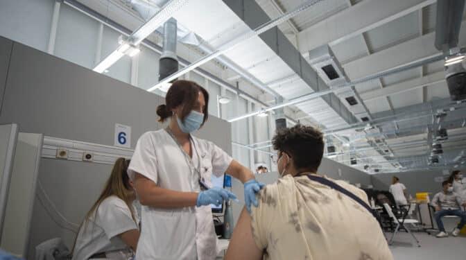 Madrid adelanta a un mes la vacunación de las personas que han pasado el Covid