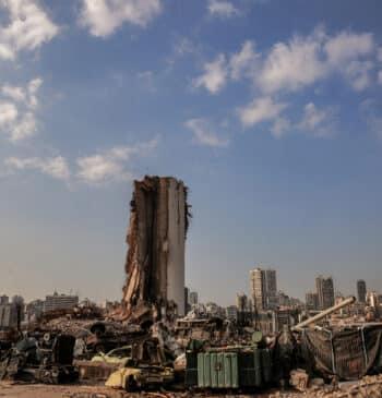Beirut, primer aniversario de la ciudad hecha escombros